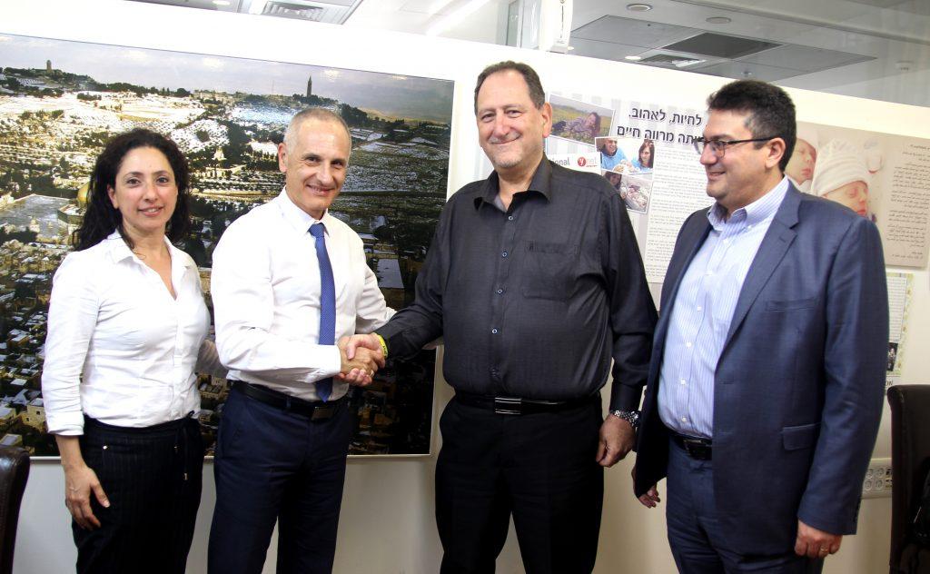 השותפים להסכם מימון הפונדקאות בין חברת מנור לבנק הפועלים